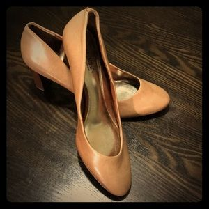 Lauren Ralph Lauren like new tan shoes